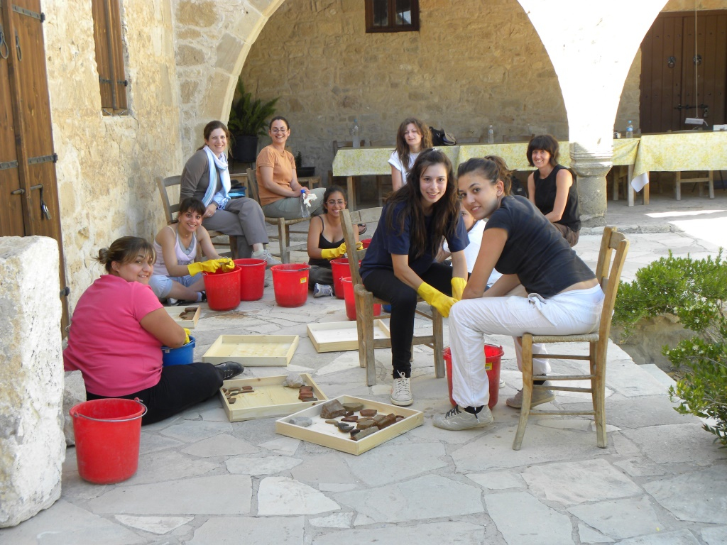 Pottery processing  - Papaipaphos project UCy 2009